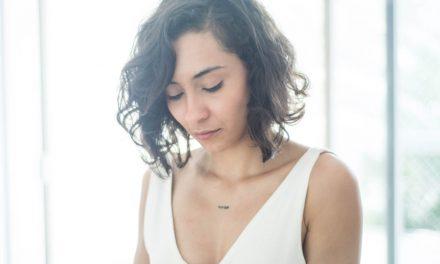 Poesia Coletiva: Poeta Aryana Almeida lança financiamento para o primeiro livro